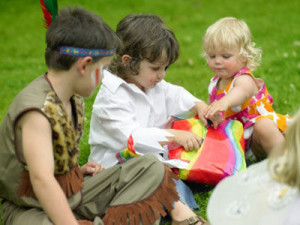 pass-parcel-kids-outdoor-party